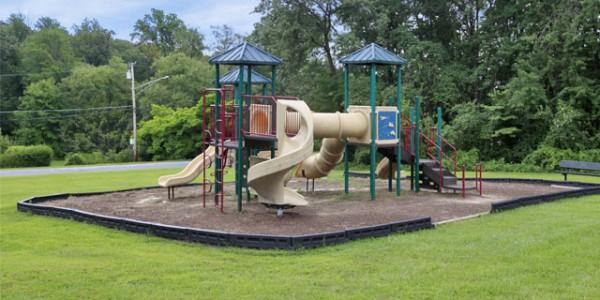 playground-aparment-white-marsh-eagles-walk