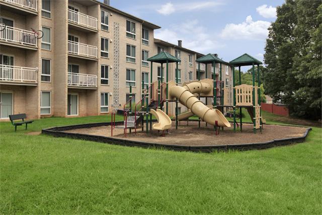 Playground-Resident-Amenities-Laurel-MD-Tall-Oaks